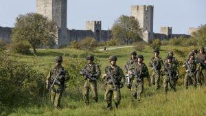 Militärmanöver i Visby på Gotland.