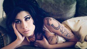 Amy Winehouse. Kuva neliosaisesta Soul Power! -dokumenttisarjasta.