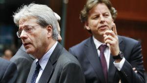 Italiens utrikesminister Paolo Gentiloni (L) Hollands utrikesminister Bert Koenders