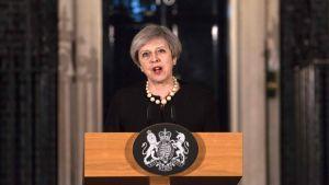 Theresa May talade utanför sin tjänstebostad på 10 Downing Street på onsdagskvällen efter attacken i London.