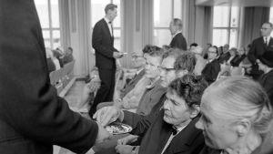 """Yleisradion ohjelma """"He uskovat toisin"""". Adventtikirkon jumalanpalvelus v.1968."""