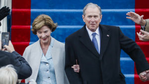 George W. Bush och Laura Bush i Kapitolium inför Donald Trumps installation.