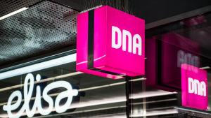 DNA ja Elisa kauppojen logot
