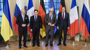 Frankrikes utrikesminister Laurent Fabius, Ukrainas utrikesminister Pavlo Klimkin, Tysklands utrikesminister Frank-Walter Steinmeier and Rysslands utrikesminister Sergei Lavrov.