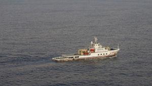 Det kinesiska fartyget Nan Hai Ji letar efter det försvunna planet i södra Indiska oceanen.