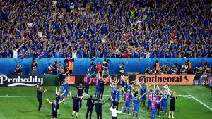 Isländska fans och spelare under fotbolls-EM 2016.