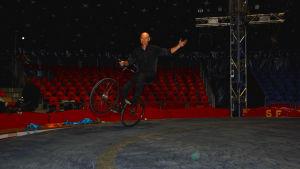 Cirkusartisten Justin Case från Australien.