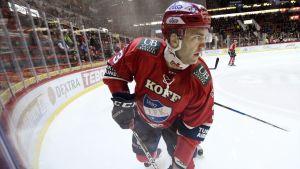 Helsingfors IFK:s spelare Joe Finley på isen.