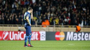 Olivier Giroud deppar efter att Arsenal åkt ur Champions League.