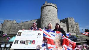 Rojalister firar drottning Elizabeths nittioårsdag vid Windsor castle.