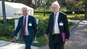 SDP:s ordförande Antti Rinne (t.v) och riksdagsledamoten Erkki Tuomioja (SDP)