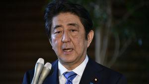 Japans premiärminister Shinzo Abe fördömer Nordkoreas vätebombstest.
