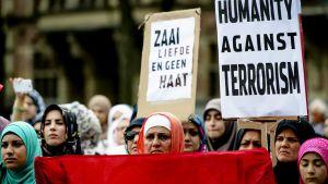 Protester mot terrorgruppen IS