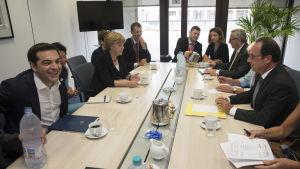 Greklands premiärminister Alexis Tsipras, Tysklands förbundskansler Angela Merkel och Frankrikes president Francois Hollande under ett möte i Bryssel 7 juli 2015.