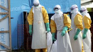 En kvinna som dött av ebola ska förflyttas i Liberia.