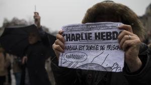Demonstration utanför Notre Dame i Paris.