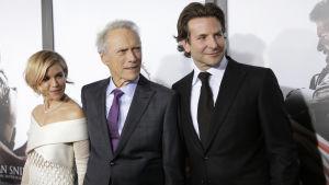 Sienna Miller, Clint Eastwood och Bradley Cooper på premiären av American Sniper