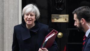 Brittiska premiärministern Theresa May utanför 10 Downing Street 1 februari 2017.