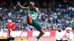 Luvo Manyonga hoppar