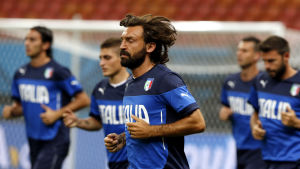 Andrea Pirlo laddar upp inför matchen mot England