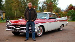 jan Richardson med sin 1957 Dodge Custom Royal