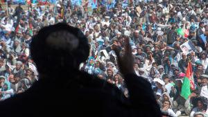 Gul Agha Sherzai talar till väljare inför presidentvalet i Afghanistan