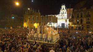 Religiös procession i Sevilla, Spanien.