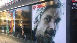 reklamaffisch vid stockholms stadsteater