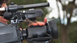 Fotograf med videokamera.