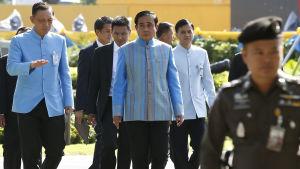 Thailands premiärminister och juntaledare Prayut Chan-o-cha (i mitten) i regeringskvarteren i Bangkok 9.8.2016
