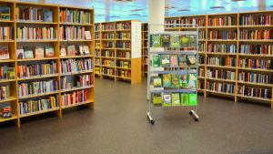 Bokhyllor i Pargas bibliotek.