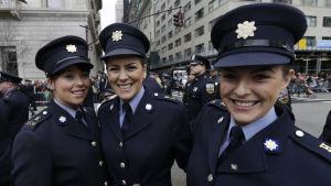 Irländska poliser deltar i St Patrick's Day-paraden i New York i mars 2015.