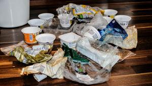 Plastburkar, påsar, förpackningar.