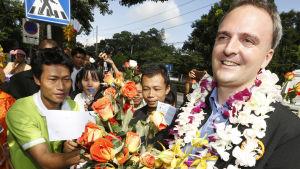 Andy Hall fick blommor efter att åtalet förkastades
