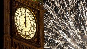 Nyårsfirande i London med Big Ben.