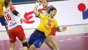 Sverige stöter på tufft motstånd i EM i Polen.