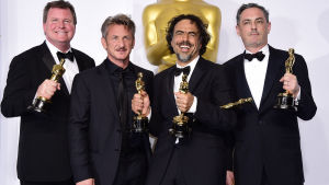 """James W. Skotchdopole, Sean Penn, Alejandro G. Inarritu och John Lesher vann pris för """"Birdman""""."""