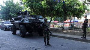 Filippinsk militär i Davao efter bombattack 2.9.16