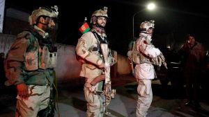Afghanska säkerhetsstyrkor vid platsen där attacken inträffade.