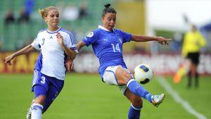 Tuija Hyyrynen (till vänster) har varit en viktig spelare för landslaget.