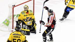 Eero Kilpeläinen deppar efter insläppt mål