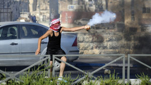 Palestinier i östra Jerusalem protesterar mot mordet på tonårspojken.