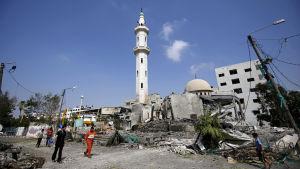 Al-Aqsa moskén i Gaza City förstördes i ett israeliskt luftangrepp.