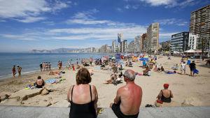 Människor på stranden.