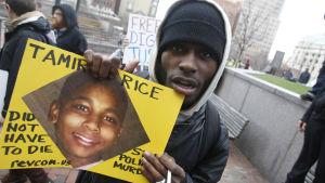 Tamil Rice sköts till döds av polisen.