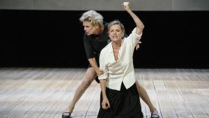 Stina och Ylva Ekblad i Maria Stuart på Dramaten.