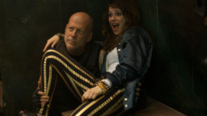 Bruce Willis håller om unga Zooey Deschanel