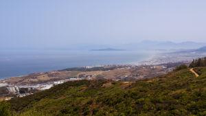 Espanjalainen Ceutan kaupunki Marokon puolella
