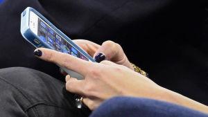 Kvinnor oftare föremål för sms-bedrägeri.