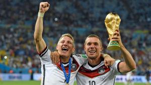 Två veteraner, Bastian Schweinsteiger och Lukas Podolski tackar för sig.